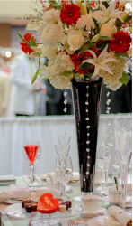 White and red flowers wedding table arrangment pictures.PNG