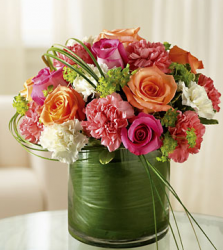 Beautiful center piece with leaves wrapt around the vase.PNG