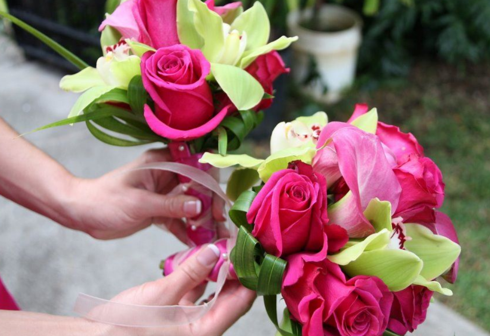 Chic hot pink bridal bouquet pictures.PNG