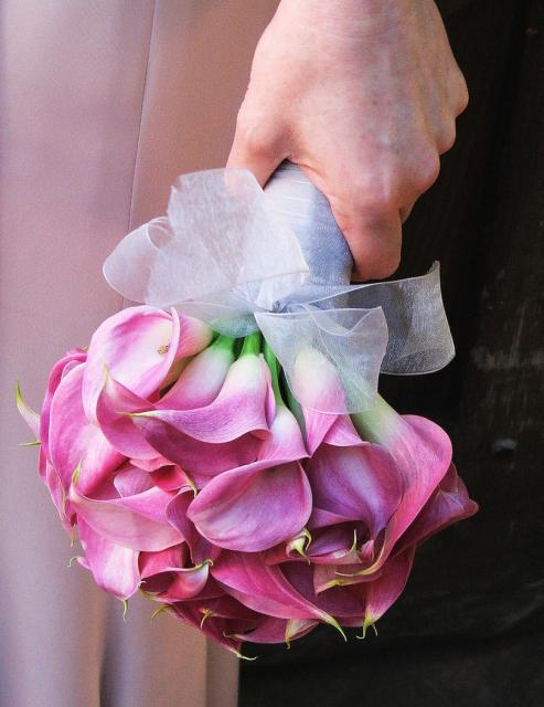 pink lilies wedding bouquet.jpg