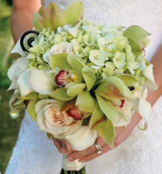 2013 chic wedding bouquet with white and green flowers.PNG