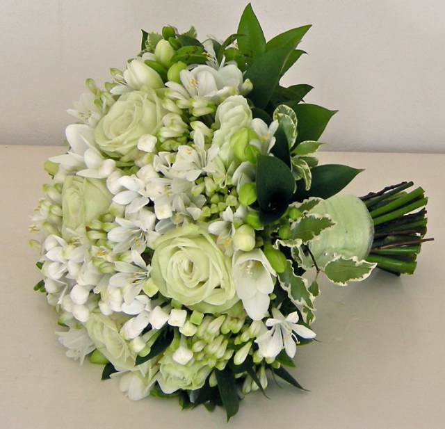 Green And White Wedding Bouquet Imagesg