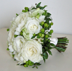 Modern wedding bouquet photos with beautiful big white roses.PNG