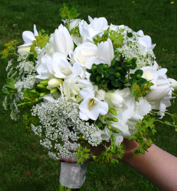 White wedding bouquet photo.PNG