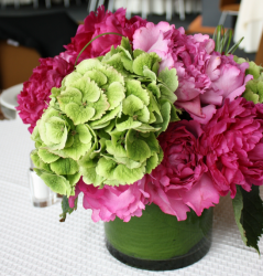 Photo of modern chic center piece wit green and pink flwoers.PNG