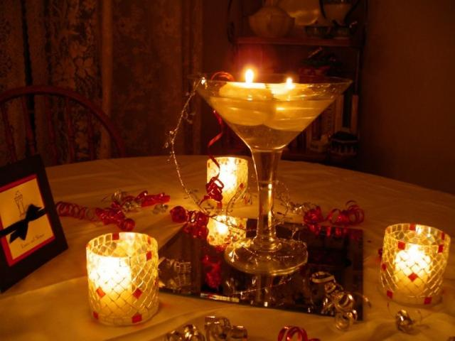Center table decor interior home design home decorating for Candles for wedding tables decoration