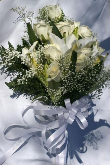 White flowers bouquet with lilies and rose.jpg