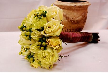 Yellow cream flowers brides bouquet pictures.jpg