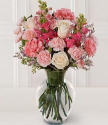 Beautiful Centerpiece for weddings with cream and pink flowers.JPG