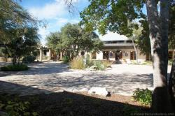 Central courtyard of Lady Bird Johnson Wildflower Center.jpg